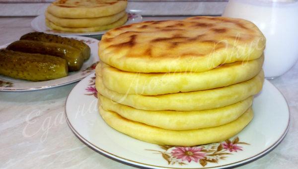 Простые лепешки на кефире на сковороде